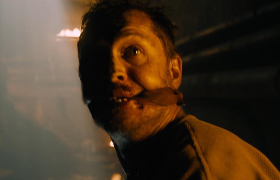 8. Mad Max prisonnier